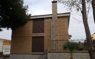 Toldos verticales guiados por cable con motor en Onda (Castellón)