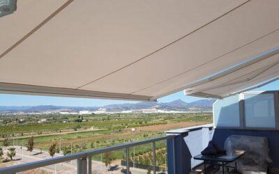 Toldos cofre Ares en terrazas en la Playa de Moncofar (Castellón)