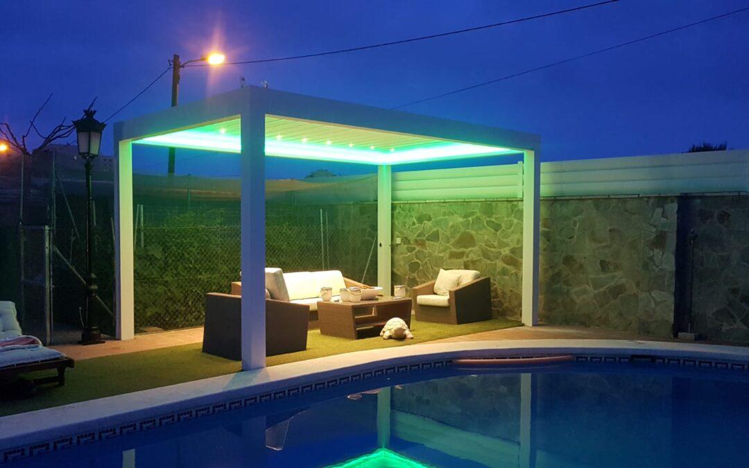 Pérgola bioclimática con luz LED y RGB en Benicàssim (Castellón)