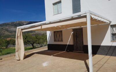 Toldo plano 5,50m x 3,50m en terraza de Els Rosildos (Castellón)