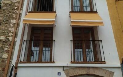Castellon Interior: Toldos de ventana en Villafamés (La Plana Alta)