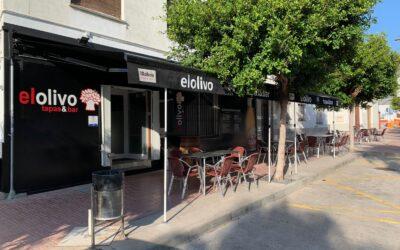Toldo monobloc en el bar de tapas El Olivo (Oropesa)
