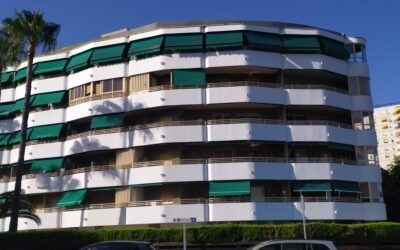8 toldos de brazos invisibles en terraza de Benicàssim (Castellón)
